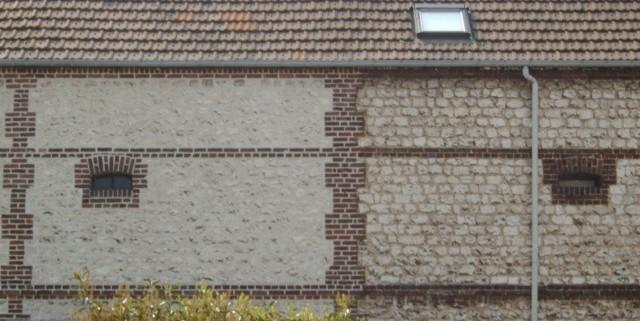 La facade restauré contraste avec celle du voisin